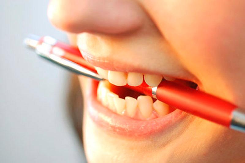 почему взрослые скрипят во сне зубами