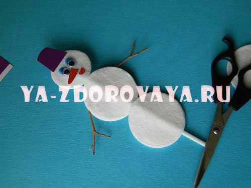 снеговик из ватных дисков своими руками