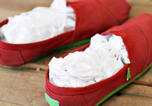 растянуть обувь газетой