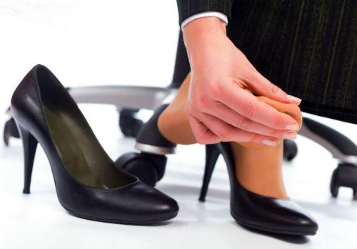 Как быстро разносить обувь которая жмет