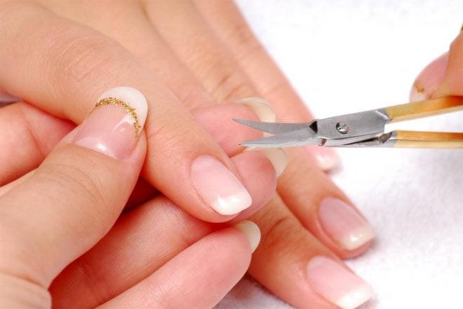 когда стричь ногти
